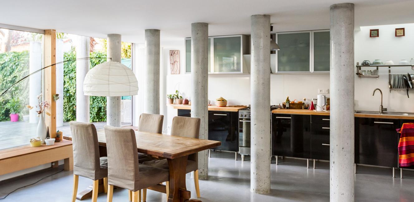 The World Elements   円柱がずらりと並ぶ神殿のような斬新なデザインの家