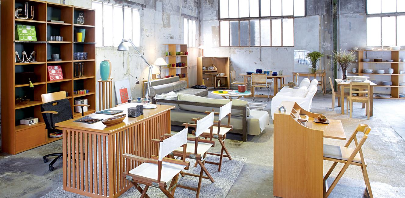 クリニャンクールの蚤の市を訪ねたらぜひ立ち寄りたい、セレクトされたビンテージ家具の店