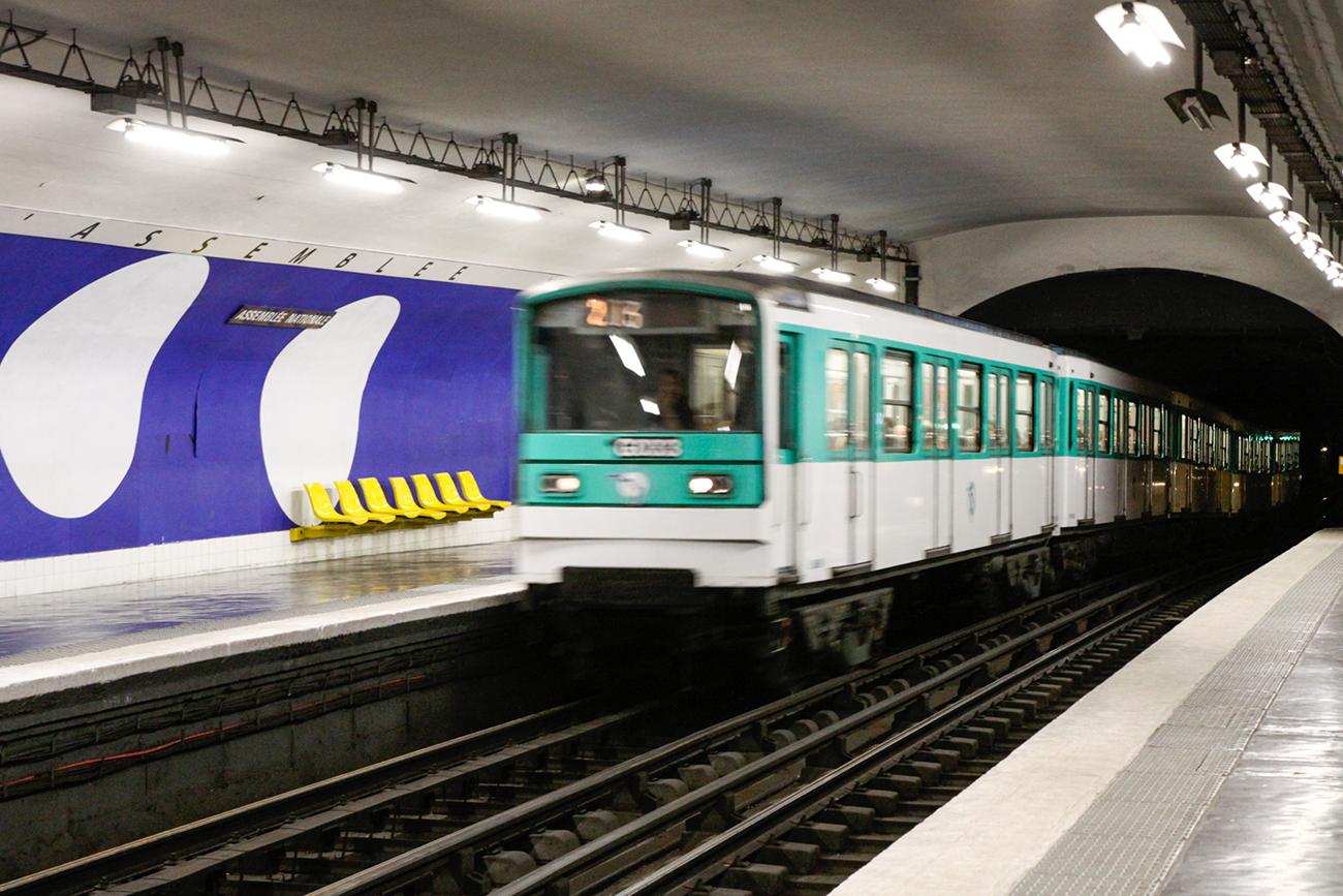 パリ 地下鉄 ストライキ