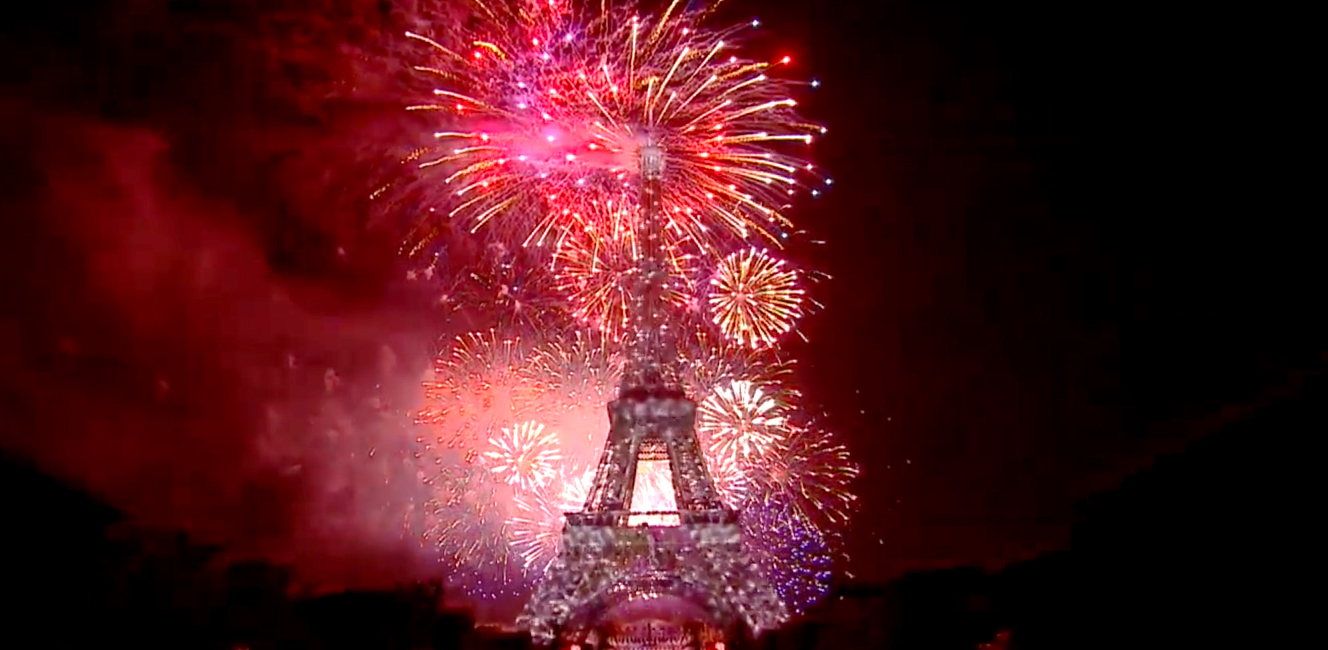 エッフェル塔の花火・フランス革命記念日2018