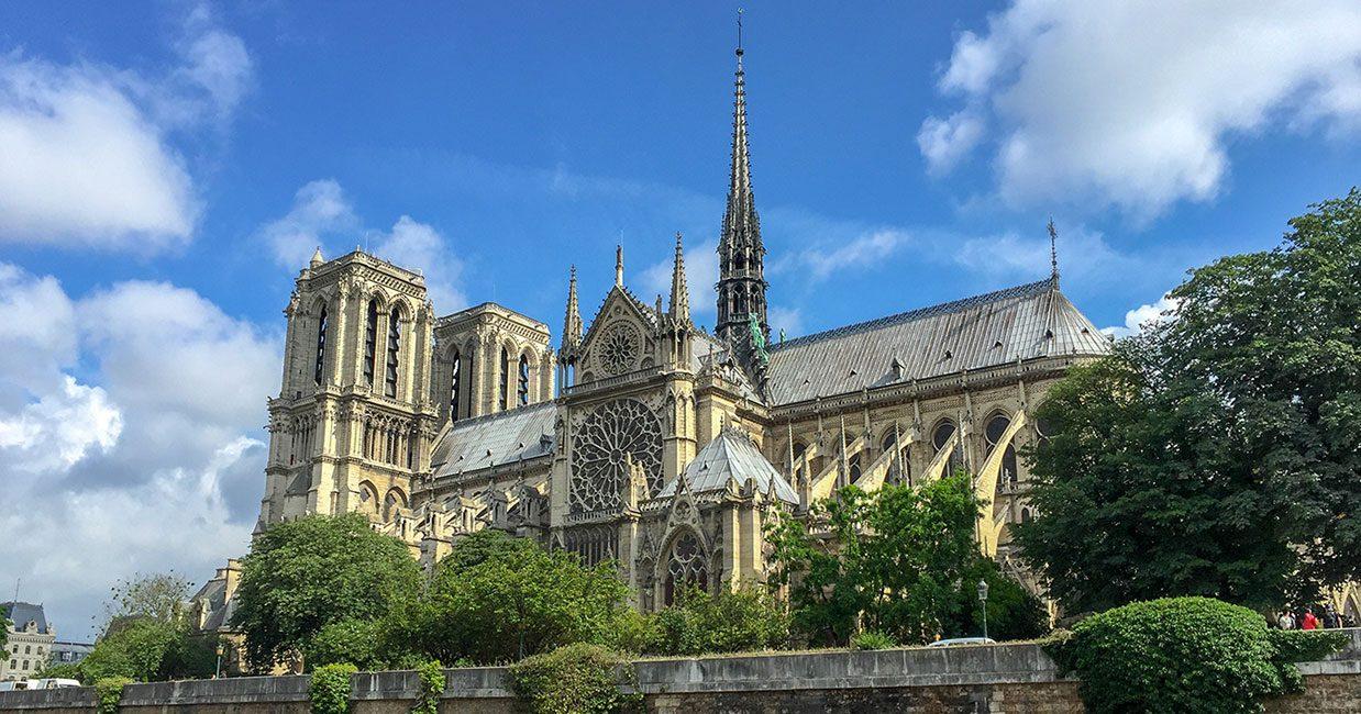 パリ・ノートルダム大聖堂の火災から一夜明け…